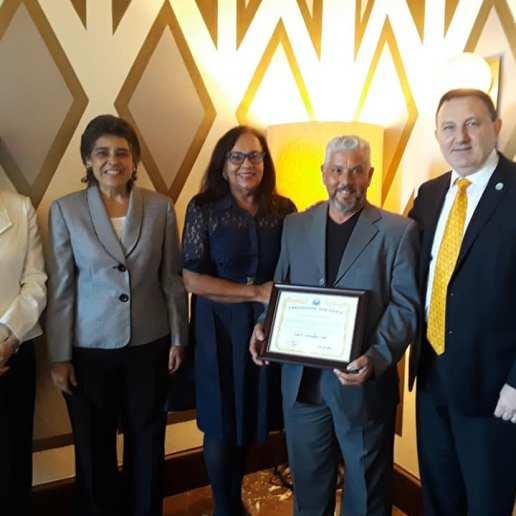 Universal Peace Federation reconocimiento 2018 Excellence in Parenting Sylvia y Luis