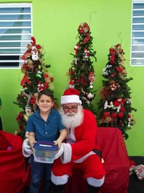Fund-Bendecidos-Para-Bendecir_201812_navidad-cajas-regalos-para-ninos-09