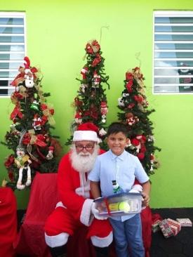 Fund-Bendecidos-Para-Bendecir_201812_navidad-cajas-regalos-para-ninos-10