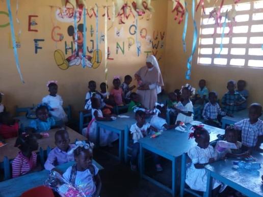 Fund-Bendecidos-Para-Bendecir_201902-Dispensaario-Siervas-Maria-Haiti-02