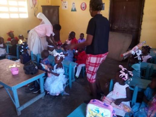 Fund-Bendecidos-Para-Bendecir_201902-Dispensaario-Siervas-Maria-Haiti-10