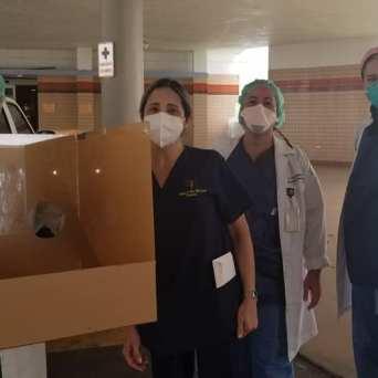 caja-acrilico-intubacion_FundBendecidosparaBendecir-11