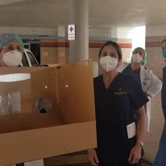 caja-acrilico-intubacion_FundBendecidosparaBendecir-14